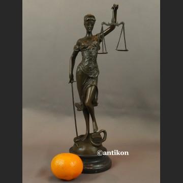 Temida rzeźba symbol sprawiedliwości brąz