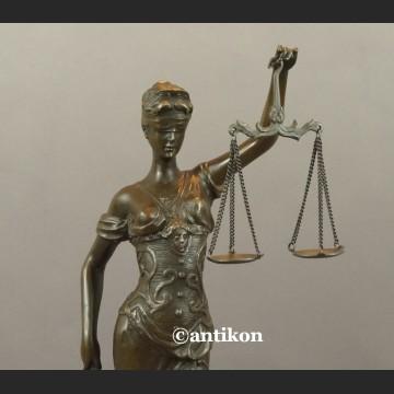 Temida duża rzeźba symbol sprawiedliwości brąz prawo