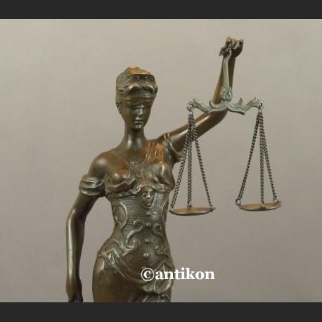 Temida rzeźba symbol sprawiedliwości brąz prawo