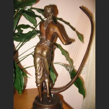 Kobieta z harfą przepiękna rzeźba z brązu harfistka