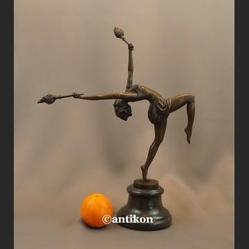 Duża figura z brązu taniec z ogniem tancerka