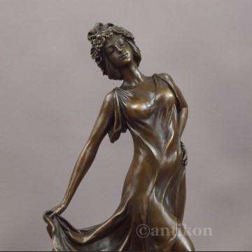 Figurka z brązu Primavera tańcząca dziewczyna