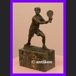 Tenisista dynamiczna figura brąz