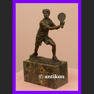 Tenisista tenis dynamiczna rzeźba sportowa figura brąz