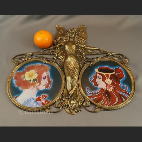 Secesyjna figura taca rzeźba z aniołem