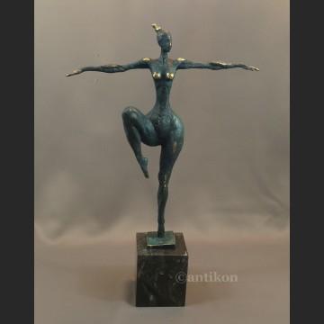 Rzeźba modernistyczna z brązu Królowa Tańca