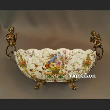 Porcelanowa patera z figurami muzykujące aniołki