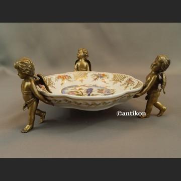 Patera  porcelanowa z aniołami w brązie