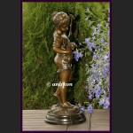 Piękna duża rzeźba dziewczynka i kot prawdziwy brąz