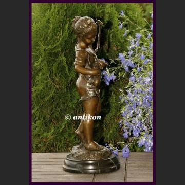 Rzeźba z brązu piękna dziewczynka i kot