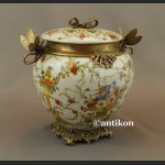 Porcelanowa szkatuła z ważkami