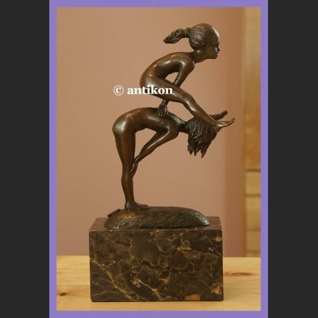 Rzeźba dwie gimnastyczki figurka sportowa