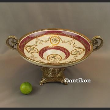 Patera porcelanowa na wysokiej stopce okuta w brąz