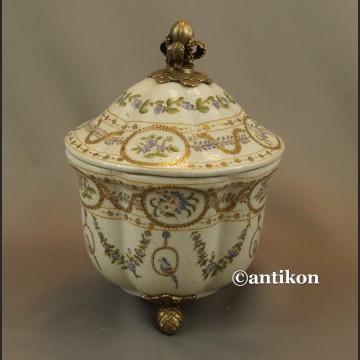 Szkatuła porcelanowa z papużkami duża bomboniera