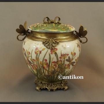 Porcelanowa szkatuła z brązem nenufary i ważki