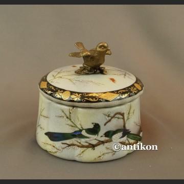 Szkatułka z jaskółkami porcelana z brązem