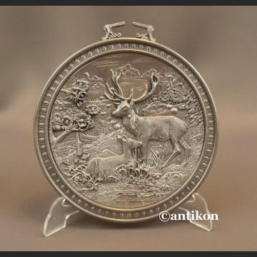 Relief myśliwski talerz z cyny jelenie