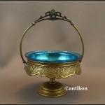 Cukiernica secesyjna z niebieskim szkłem