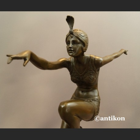 Figurka z brązu tańcząca dziewczyna art deco
