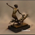 Rzeźba Diana z psami akt z brązu Art Deco