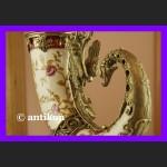 Wielki róg obfitości okuty brązem piękna porcelana z różami