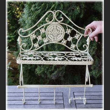 Półka metalowa biała prowansalska z wieszakami