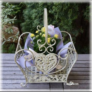 Kosz biały prowansalski metalowy do kwiatów mniejszy