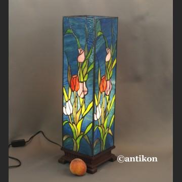 Witrażowa lampa kolumna z tulipanami niesamowita