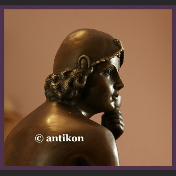 Rzeźba art deco lady z szampanem brąz