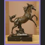 Duży gabinetowy brąz sygnowana rzeźba świetny koń piękny rumak