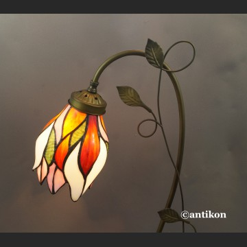 Witrażowa lampa kwiat w stylu Tiffany