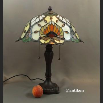 Witrażowa lampa secesyjna w stylu Tiffany