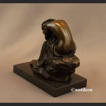 Rzeźba Art Deco Figurka z brązu piękny akt kobiety