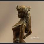 Rzeźba Kleopatra z dzikim kotem figurka z brązu