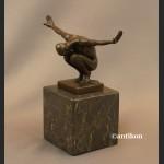 Modernistyczna rzeźba Sportowca mężczyzna