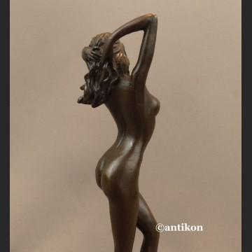 Akt kobiety rzeźba prawdziwy brąz Przebudzenie