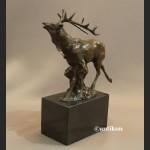 Rzeźba jelenia prezent dla myśliwego