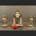 Zegar kominkowy francuski z różowego marmuru z przystawkami