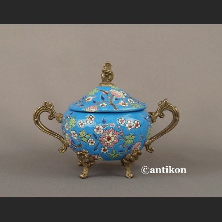 Duża fantazyjna cukierniczka z porcelany