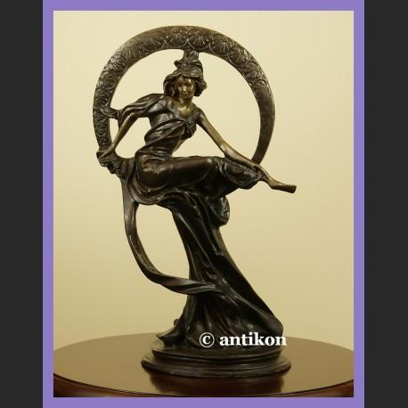 Tancerka secesyjna wg A. Muchy rzeźba z brązu