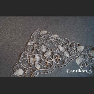 Obrus grafitowy z haftem 130 x 180  piękny