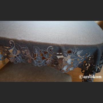 Obrus szary z haftem richelieu 110 x 160