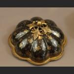 Bomboniera czarna ze złotym wzorem