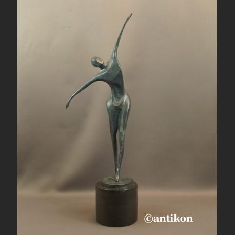 Rzeźba modernistyczna z brązu Tancerz mężczyzna
