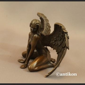 Kobieta anioł figurka z brązu