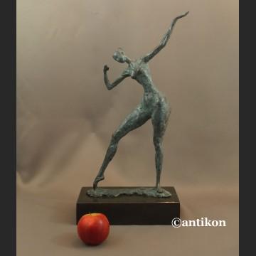 Rzeźba nowoczesna Tancerka duża figura z brązu