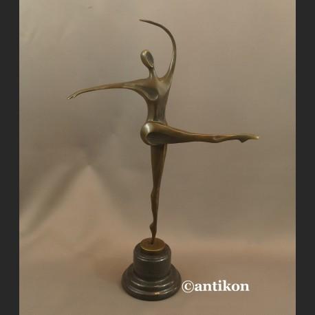Rzeźba nowoczesna modernistyczna Modelka