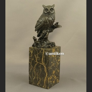 Sowa rzeźba z brązu symbol mądrości i nauki