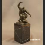 Rzeźba nowoczesna Akrobatka z brązu