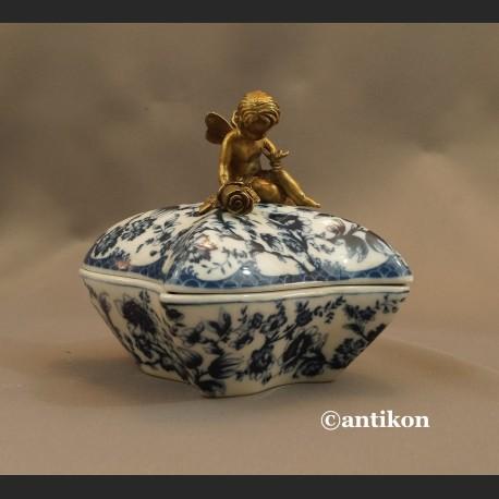 Szkatuła porcelanowa wzór cebulowy porcelana z aniołkiem